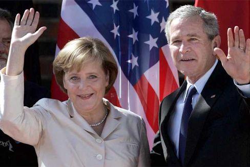 Bush, Merkel: Winken in Stralsund