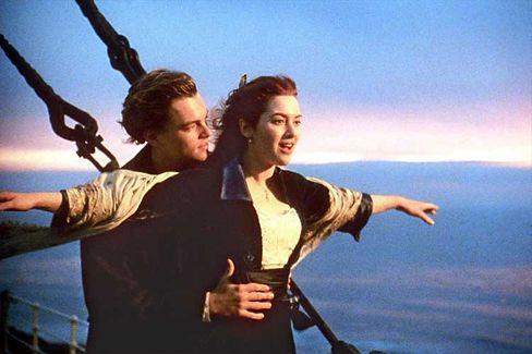 """In aller Kürze: Leonardo diCaprio und Kate Winslet in """"Titanic"""". Mehr dazu in Teil 3 dieses Artikels"""