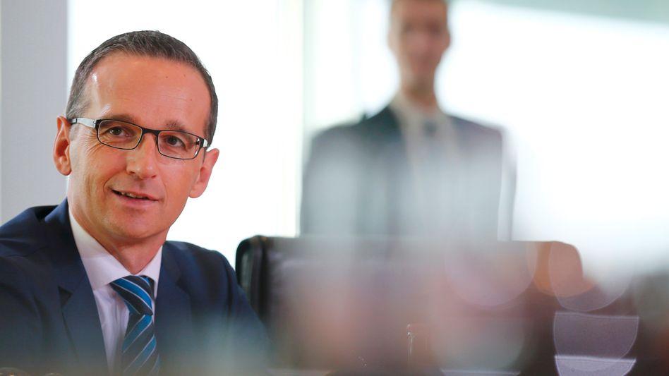 Mann im Hintergrund: Justizminister Maas sorgt für eine Begrenzung des Widerrufsrechts bei Immobilienkrediten und erfreut damit Banken und Sparkassen