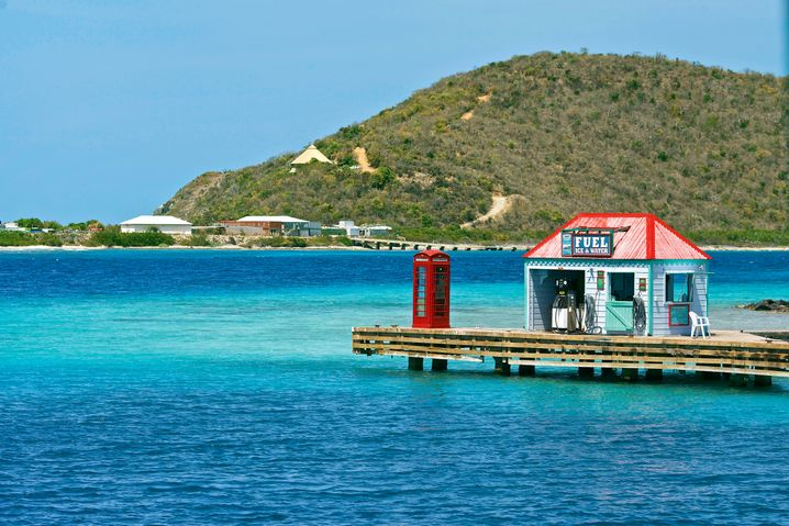 Telefon und Tanke: Auf Marina Cay kann man nicht nur tanken, sondern auch stilecht telefonieren
