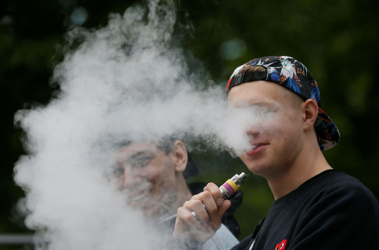 E-Zigarette / Raucher / Jugendliche
