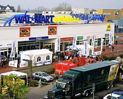 Außen hui, innen hui: Wal-Mart-Center in Leipzig - eines von erst zwei völlig neuen SB-Warenhäusern