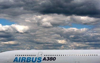 Dunkle Wolken: Das teure Öl und der schwache Dollar belasten das Geschäft von Airbus