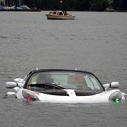 Abgetaucht: Aus Sicherheitsgründen ist der sQuba ein Cabrio - damit die Insassen im Notfall leicht aussteigen können