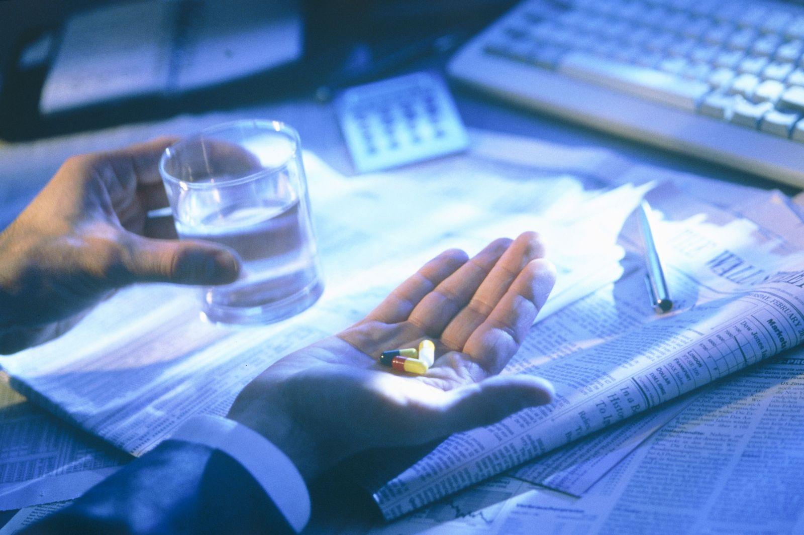 NICHT MEHR VERWENDEN! - Stress / Büro / Geschäftsmann / Medikamente