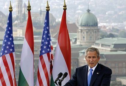 Geheime Daten genutzt: US-Präsident Bush, hier bei seinem gestrigen Besuch in Ungarn