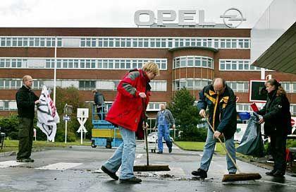 Das Tor ist wieder frei: Im Bochumer Opel-Werk wird wieder gearbeitet