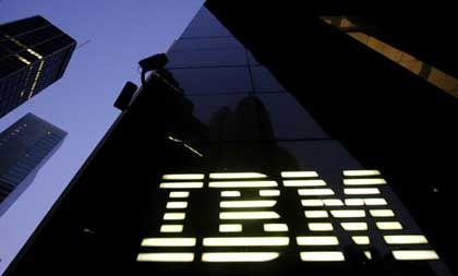 IBM: Der Konzern will angeblich mit dem Novell-Konkurrenten Red Hat zusammenarbeiten