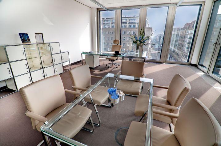 Bodentiefe Fenster: Das Excellent Business Center an der Berliner Friedrichstraße
