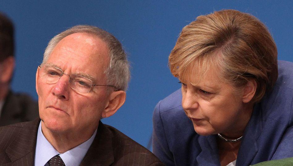 Optimistisch für 2012: Bundesfinanzminister Wolfgang Schäuble und Kanzlerin Angela Merkel