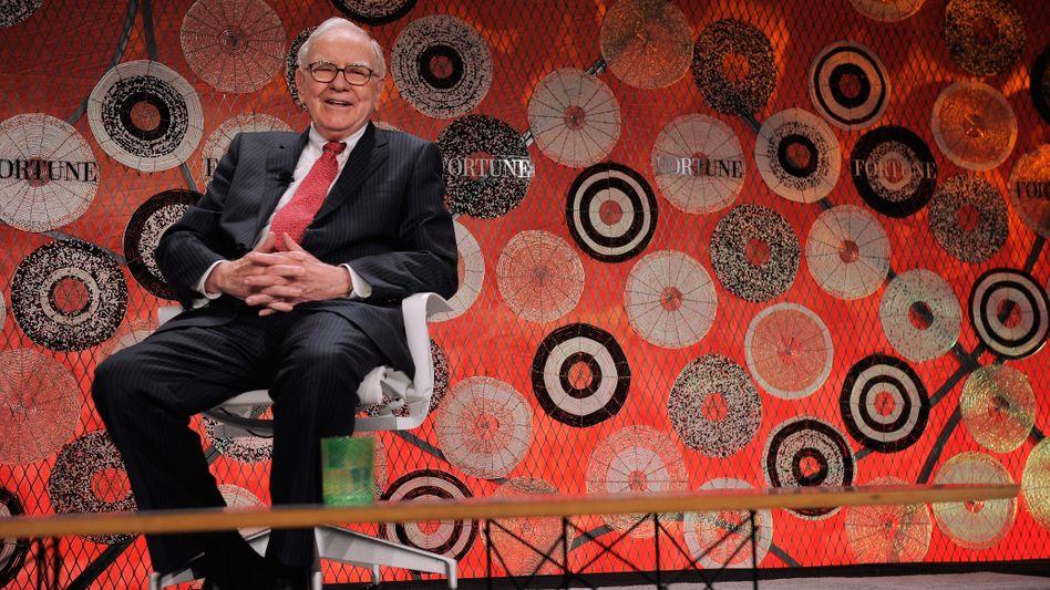 """Warren Buffett: """"90 Prozent des Geldes in einen Indexfonds - halte die Kosten niedrig, und investiere in Aktien auf die gleiche Weise, wie du in eine Farm investieren würdest"""""""