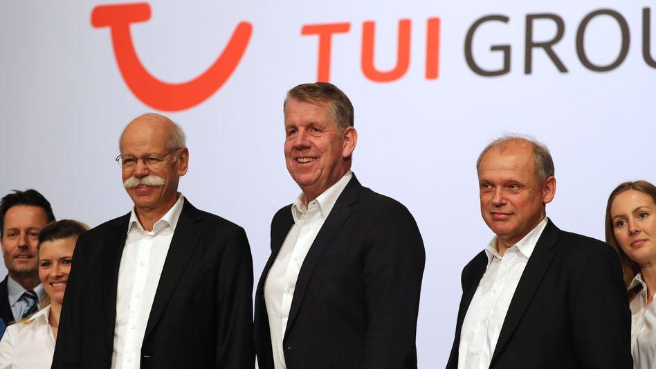Angriffslustig: Finanzer Sebastian Ebel (r.) mit CEO Friedrich Joussen (M.) und Chefkontrolleur Dieter Zetsche auf der Jahreshauptversammlung 2020