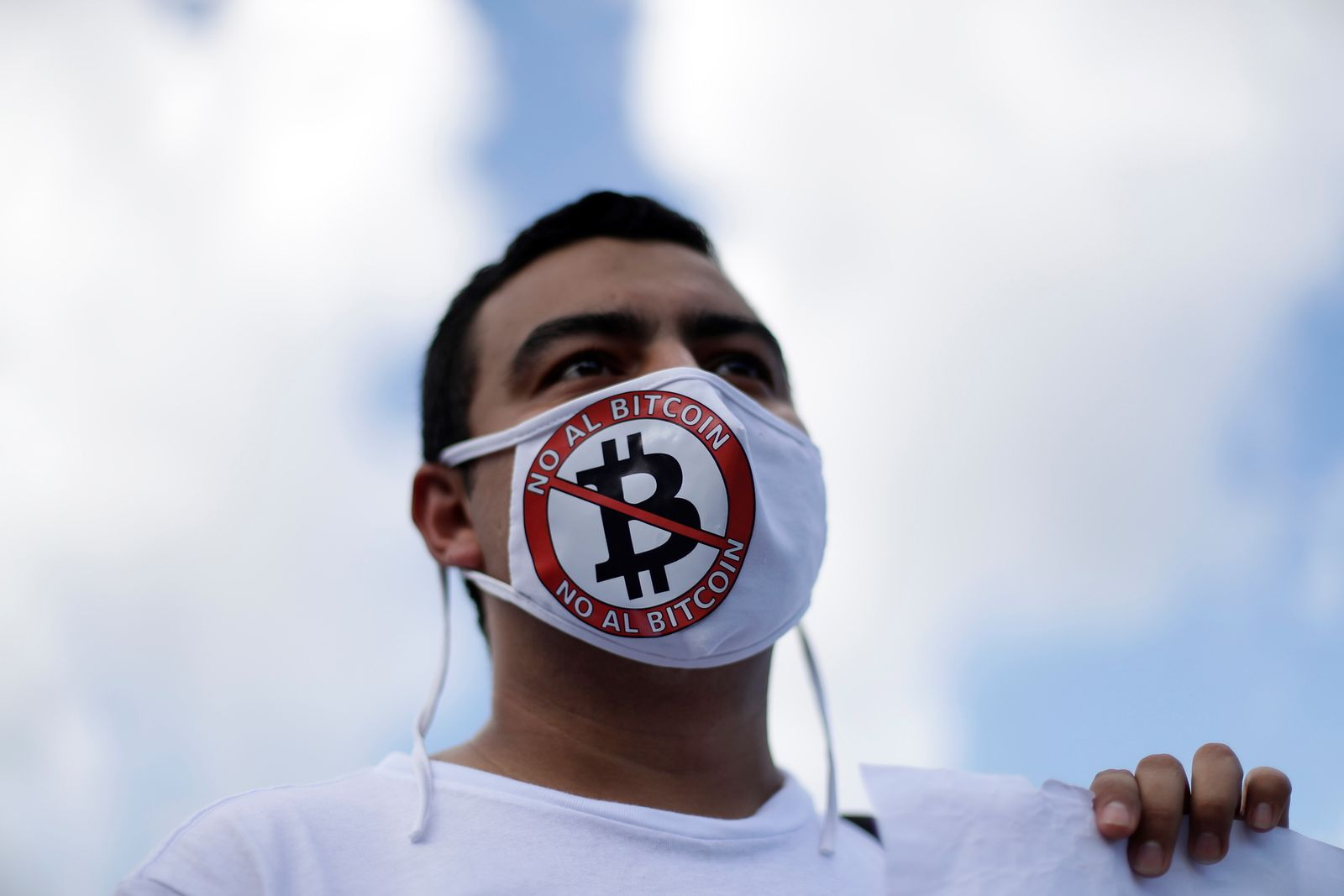 Rally against bitcoin and the reelection of President Nayib Bukele