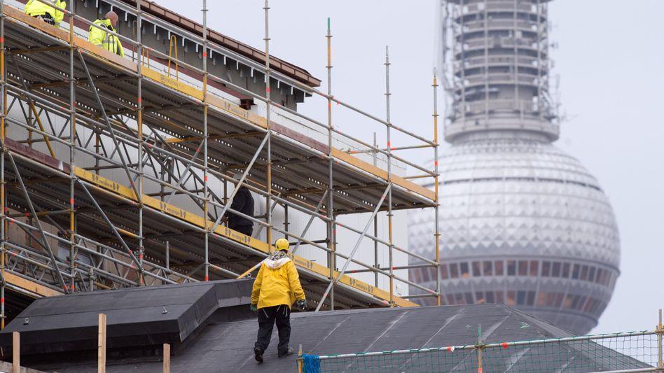 Bauarbeiter in Berlin: Crowd-Fans stecken viele Millionen in Immobilienprojekte - jetzt wurde erstmals für eins davon Insolvenz beantragt