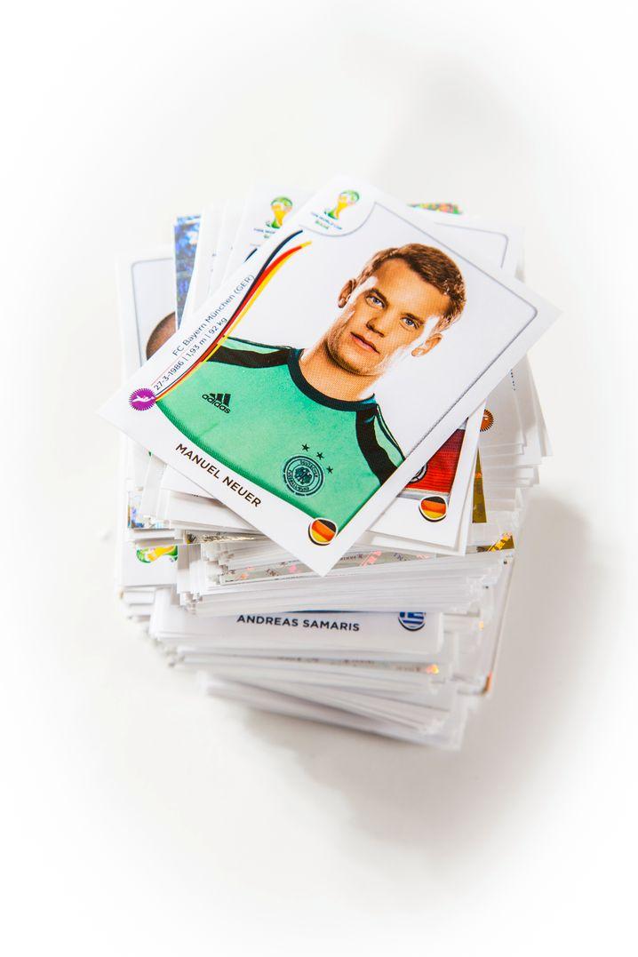 Manuel Neuer: Der deutsche Torwart - trotz Begeisterung seiner Fans findet er im Album nur einen Platz wie jeder andere Spieler