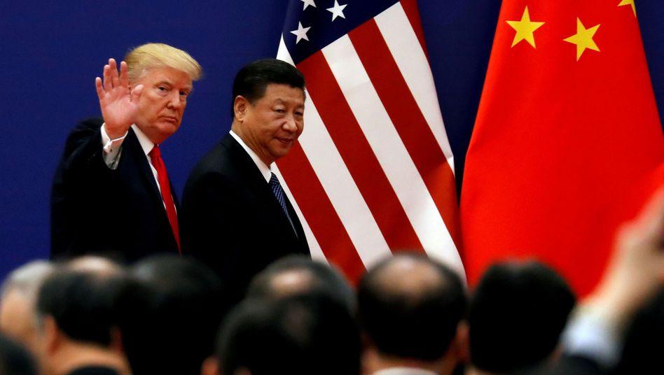 Sie haben sich derzeit nicht mehr viel zu sagen: US-Präsident Donald Trump und Chinas Xi Jinping. Trump droht China mit immer neuen Sanktionen