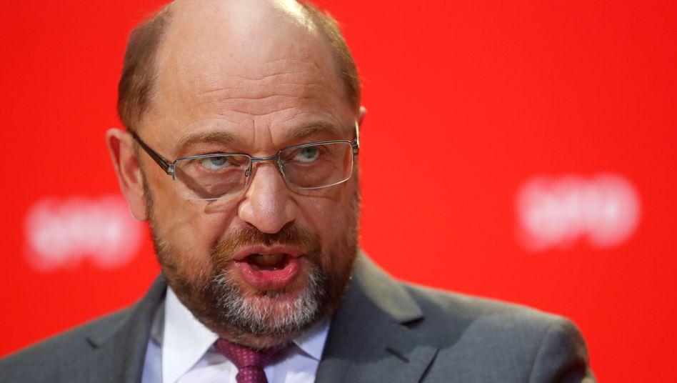 """Martin Schulz teilt aus: Siemens-Chef Kaeser nennt Schulz einen """"verantwortungslosen Manager"""", für dessen Fehler """"nun die Belegschaft bluten müsse."""""""