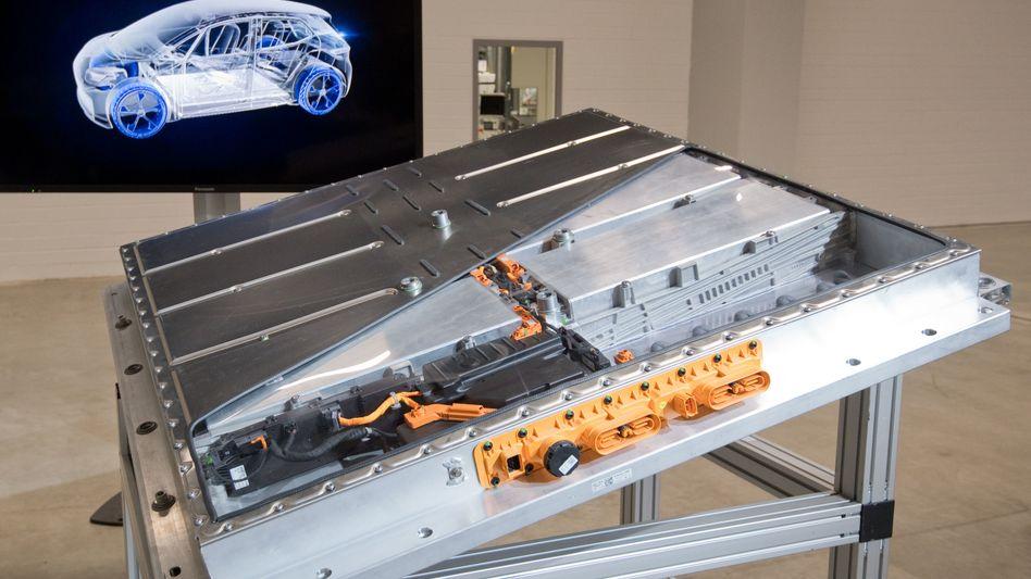 Zu viele Batteriezellen: Der Umweltdachverband T&E warnt vor großen Überkapazitäten bei Batteriezellen, wie sie etwa in Elektroauto-Akkus von Volkswagen (im Bild) eingebaut werden