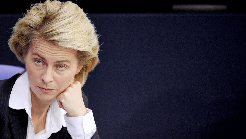 """Ursula von der Leyen: Die Ministerin will Riester-Sparer finanziell künftig besser stellen. Doch Versicherer finden immer neue Wege des """"Abkassierens"""", behauptet eine Studie von Öko-Test"""