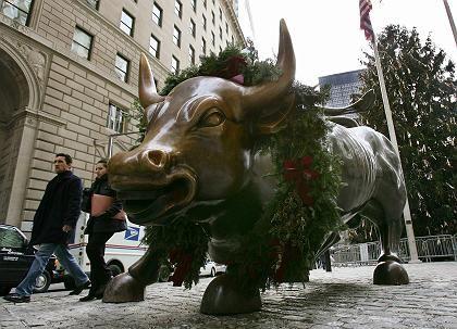 Bullen auf dem Vormarsch: Im Jahr 2005 hat der Dow Jones 0,6 Prozent verloren. In diesem Jahr trauen Strategen dem US-Aktienmarkt ein zweistelliges Kursplus zu