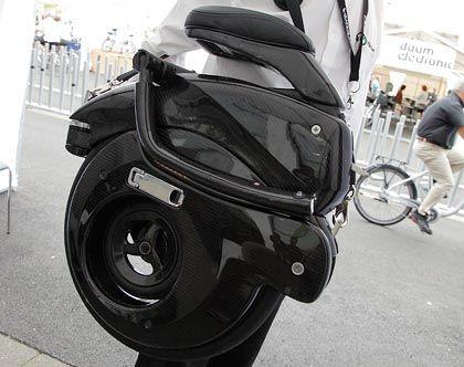 Robust: Die neuen Falträder lassen sich mittlerweile auf ein Mindestmaß zusammenklappen - und so gut transportieren