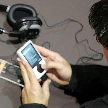 MP3-Player: Von Januar bis Juni luden sich Käufer 3,1 Millionen Alben und 23 Millionen einzelne Stücke herunter