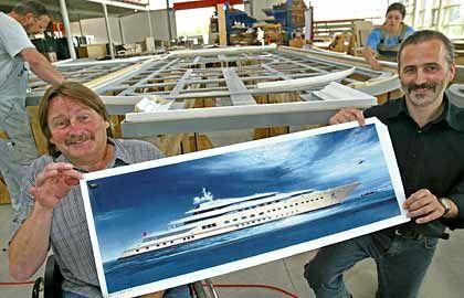 """Mega-Yacht in Kleinformat: Die Brüder Dieter Fitz und Josef Fitz waren mit ihrer Spezialschreinerei am Innenausbau der """"Pelores"""", eine der Yachten Abramowitsch, beteiligt"""