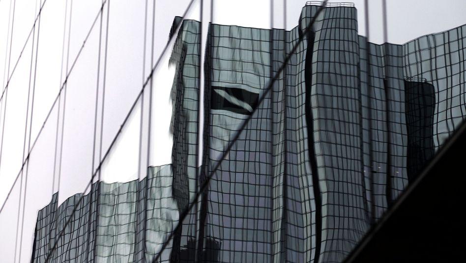 Deutsche-Bank-Zentrale in Frankfurt: Die Fondsgesellschaft DWS will das Geldinstitut behalten