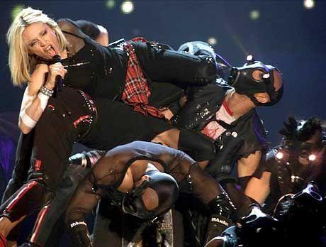 Sogar ihre Tänzer tragen sie auf Händen: Madonna in Barcelona