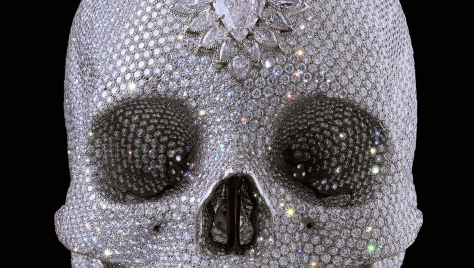 Symbol der Vergänglichkeit wie der Dekadenz: Der diamantenüberkrustete Platinschädel des Künstlers Damien Hirst