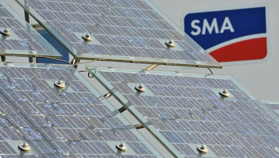 SMA Solar: Der Hersteller von so genannten Wechselrichtern will mit Hilfe eines massiven Stellenabbaus aus der Krise kommen
