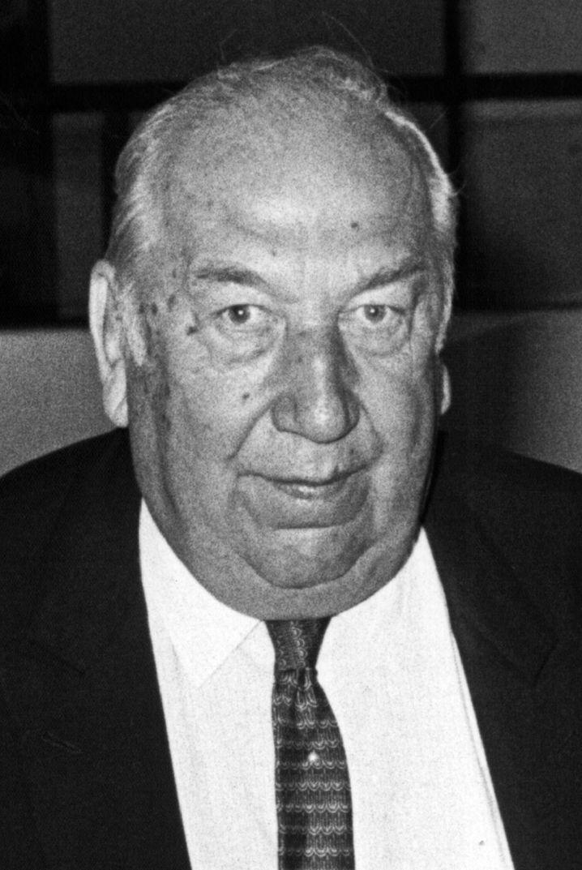 Der Ex-Bankier Iwan D. Herstatt (Archivbild von 1987) - auf dem Weg zum Verhandlungssaal im Kölner Landgericht. Sein Name steht für die größte Bankenpleite der deutschen Nachkriegsgeschichte.