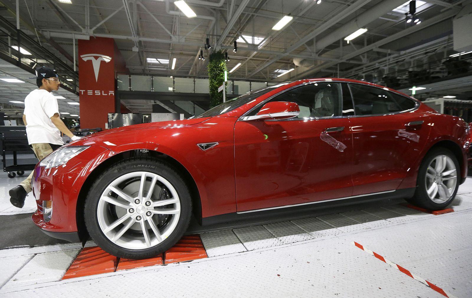 Tesla Produktion / Mitarbeiter