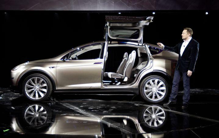 Teslas Model X: Der Luxus-SUV kommt später