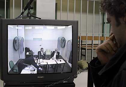 """Zeugenvernehmung: Mafiosi Giuseppe """"Pippo"""" Calo wurde während des Prozesses via Video zugeschaltet"""