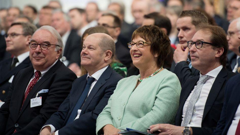 Bundeswirtschaftsministerin Brigitte Zypries (SPD) und Bundesverkehrsminister Alexander Dobrindt (CSU)
