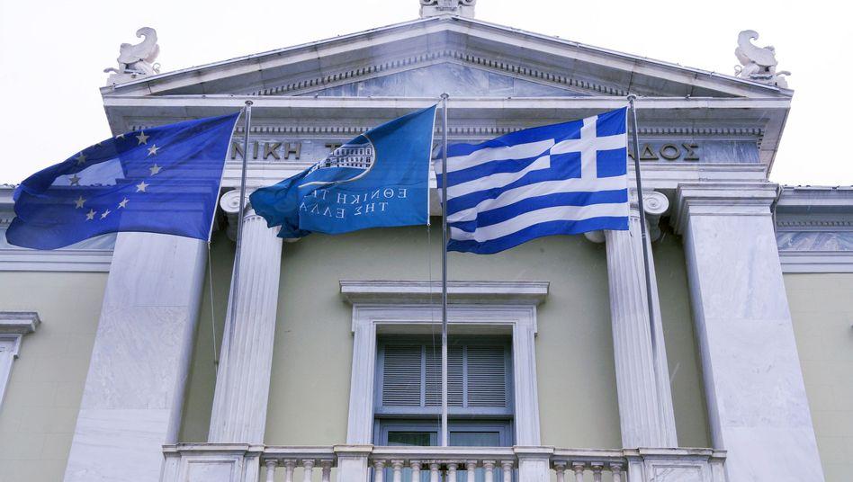 Griechische Nationalbank in Athen: In ihrer Finanznot will die griechische Regierung kurzfristige Anleihen ausgeben, die griechische Banken kaufen sollen - dem setzt die EZB jetzt offenbar einen Riegel vor
