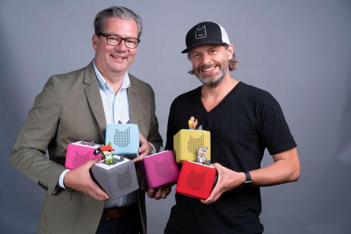 Preisträger: Marcus Stahl und Patric Faßbender von Boxine, die hier ihre Toniebox tragen