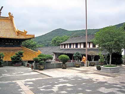 Ein seltener Anblick: Mönche und Nonnen leben in den zahlreichen Tempeln Putuoshans meist verborgen vor den Blicken der Besucher