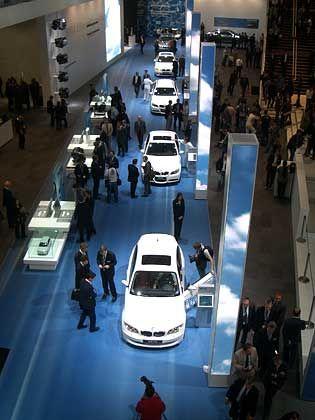 Ganz in Weiß-Blau: IAA-Auftritt von BMW