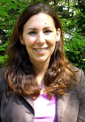 Christiane Bier ist Bankkauffrau und Diplom-Psychologin. Sie studierte in Bonn, London und Berlin. Ihre Karriere startete sie 2006 bei der Deutschen Post IT Services im Bereich Recruiting und Human Resources Development. Im November wechselt sie in die Konzernzentrale in den Bereich Human Resources Development, Guidelines & Policies.