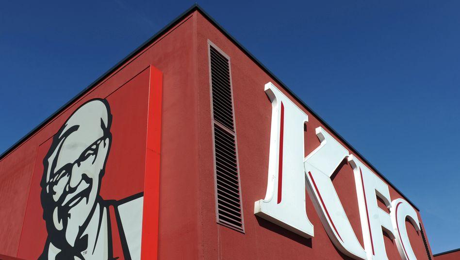 """Kentucky Fried Chicken """"(KFC): Hühnerteile in Panade muss man mögen - und nun gibt's noch Probleme mit DHL"""