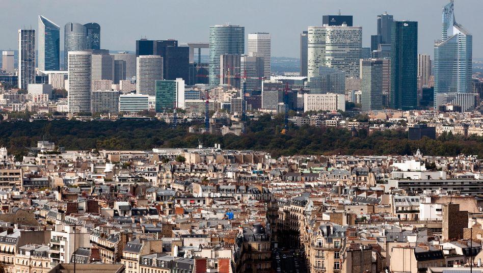Pariser Finanzdistrikt La Defense: Kein wirtschaftlicher Fortschritt in Deutschlands Nachbarland in den ersten Monaten des laufenden Jahres
