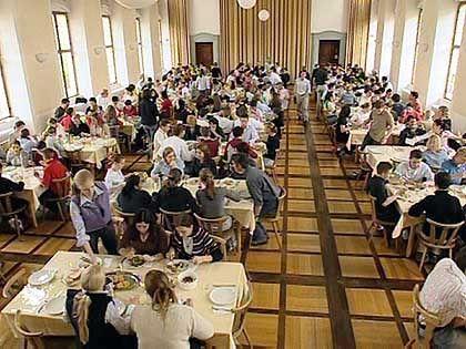 Einer für alle, alle für einen: Speisesaal im Internat Kloster Salem