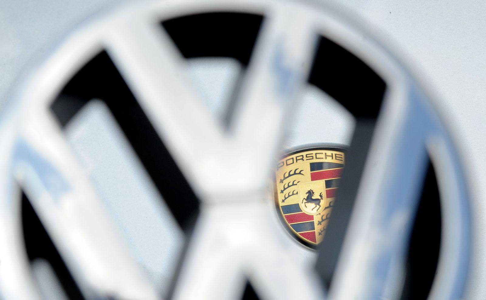 Hedgefonds weitet Klage zur Übernahmeschlacht Porsche/VW aus