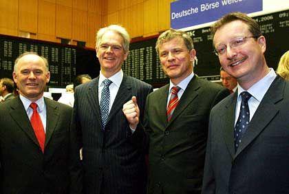 17,50 Euro über Emissionskurs: Wacker-Vorstandsmitglied Rudolf Staudigl, Vorstandschef Peter-Alexander Wacker und die Vorstandsmitglieder Joachim Rauhut und Auguste Willems (v.l.) in der Frankfurter Börse