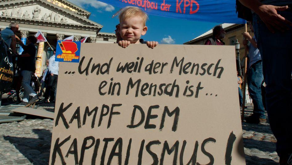 Kapitalismuskritik auf einer Demonstration in München