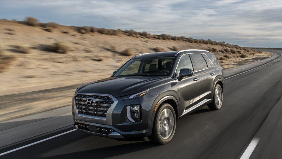 """Dick, dicker, am ... wo in Europa mit dem Modell """"Santa Fe"""" Schluss ist, setzt Hyundai im eigenen Land und jenseits europäischer Grenzen noch einen drauf: Der noch dickere Geländewagen """"Palisade"""" mit 3,8 Litern, V6-Benziner mit 295 PS, scheint sich in den USA und Südkorea selbst gut zu verkaufen"""