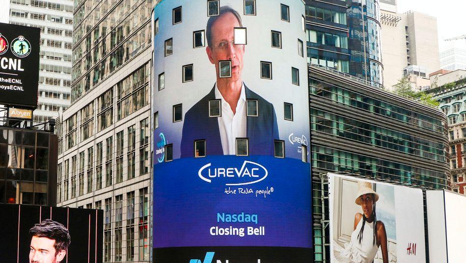 Nasdaq-Videofassade am New Yorker Times Square mit Curevac-Chef Franz-Werner Haas am Freitag (14. August)