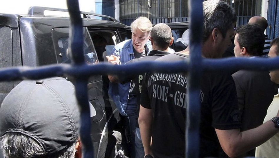 Einst 30 Milliarden Dollar schwer, nun 30 Jahre Knast: Der Deutsch-Brasilianer Eike Batista (2017 bei der Ankunft im Gefängnis von Rio)